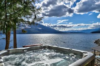 Photo 9: 5846 Sunnybrae-Canoe Point Road, in Tappen: House for sale : MLS®# 10240711