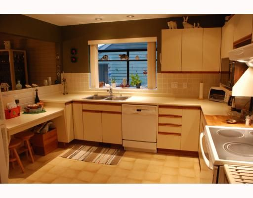 """Photo 3: Photos: 3267 SAMUELS Court in Coquitlam: New Horizons House for sale in """"NEW HORIZONS"""" : MLS®# V796976"""