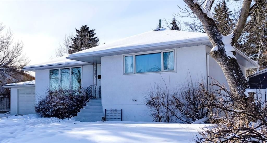 Main Photo: 119 Thorncrest Road NW in Calgary: Thorncliffe Detached for sale : MLS®# A1067750