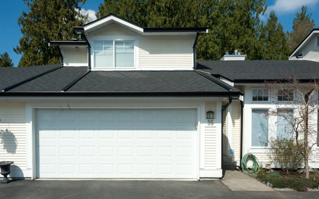 """Main Photo: 35 20761 TELEGRAPH Trail in Langley: Walnut Grove Townhouse for sale in """"Woodbridge"""" : MLS®# R2451466"""