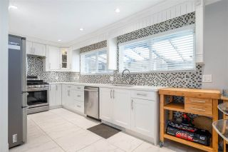 """Photo 16: 15667 101 Avenue in Surrey: Guildford House for sale in """"Somerset"""" (North Surrey)  : MLS®# R2481951"""