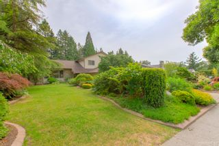 """Photo 5: 3655 LYNNDALE Crescent in Burnaby: Government Road House for sale in """"Government Road Area"""" (Burnaby North)  : MLS®# R2388114"""