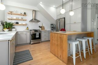 Photo 2: 5214 Smith Street in Halifax: 2-Halifax South Residential for sale (Halifax-Dartmouth)  : MLS®# 202125884