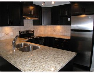 "Photo 3: 302 3150 VINCENT Street in Port_Coquitlam: Glenwood PQ Condo for sale in ""BREYERTON"" (Port Coquitlam)  : MLS®# V745332"