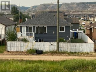 Photo 2: 648 Bankview Drive in Drumheller: House for sale : MLS®# A1131346