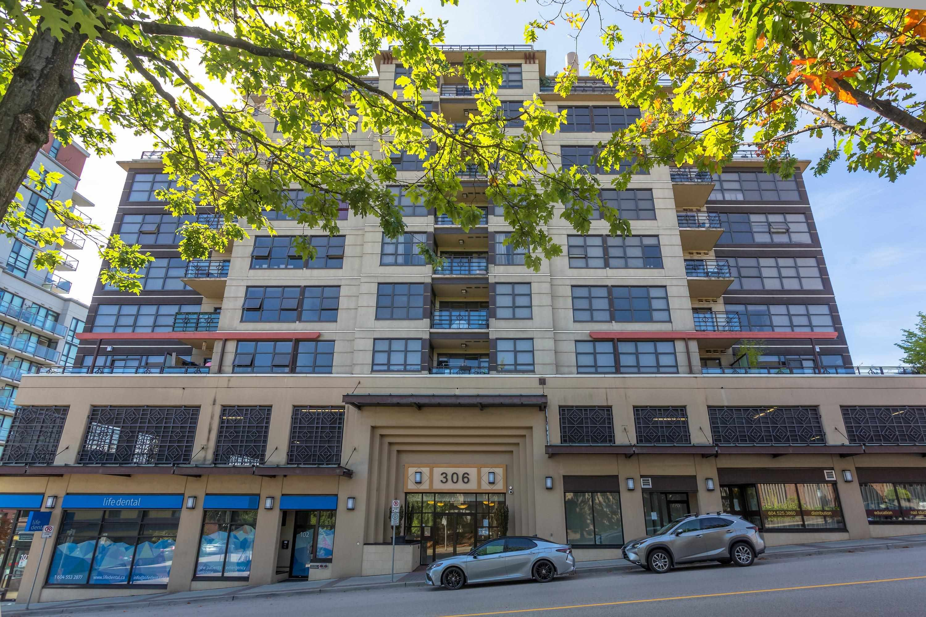 """Main Photo: 702 306 SIXTH Street in New Westminster: Uptown NW Condo for sale in """"AMADEO"""" : MLS®# R2618269"""