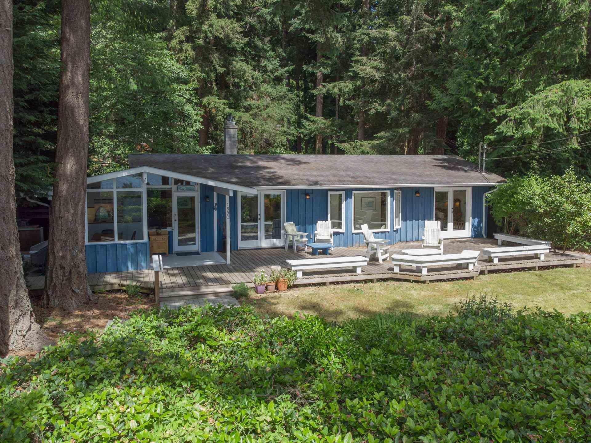 Main Photo: 1590 OCEAN BEACH Esplanade in Gibsons: Gibsons & Area House for sale (Sunshine Coast)  : MLS®# R2598013