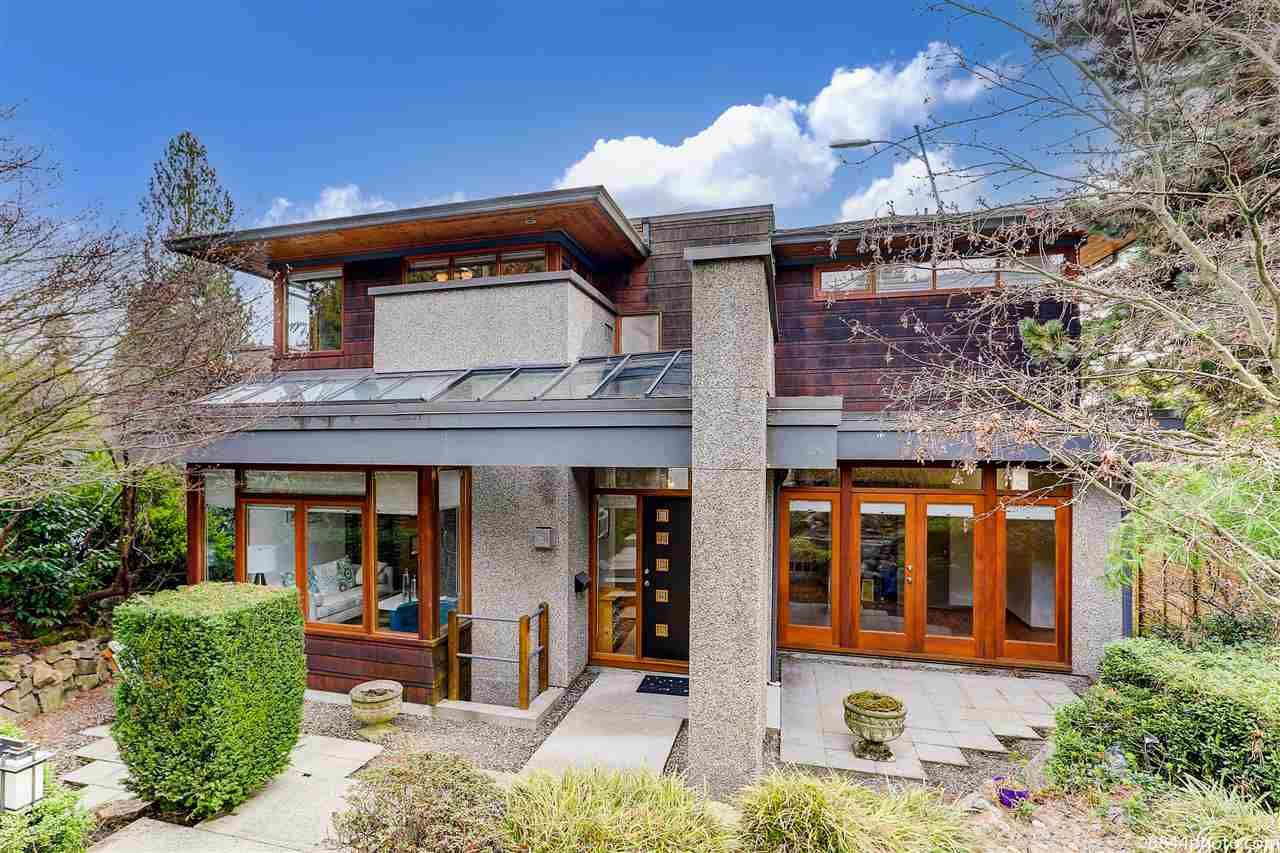 Main Photo: 1388 INGLEWOOD Avenue in West Vancouver: Ambleside House for sale : MLS®# R2559392