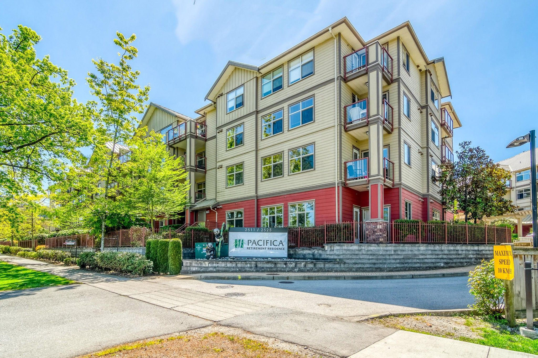 """Main Photo: 106 2511 KING GEORGE Boulevard in Surrey: King George Corridor Condo for sale in """"PACIFICA RETIREMENT RESORT"""" (South Surrey White Rock)  : MLS®# R2388617"""