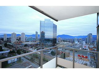 """Photo 12: 2207 6658 DOW Avenue in Burnaby: Metrotown Condo for sale in """"MODA"""" (Burnaby South)  : MLS®# V1101566"""