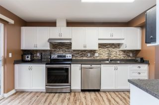 """Photo 4: 17 2538 PITT RIVER Road in Port Coquitlam: Mary Hill Townhouse for sale in """"RIVER COURT"""" : MLS®# R2549058"""
