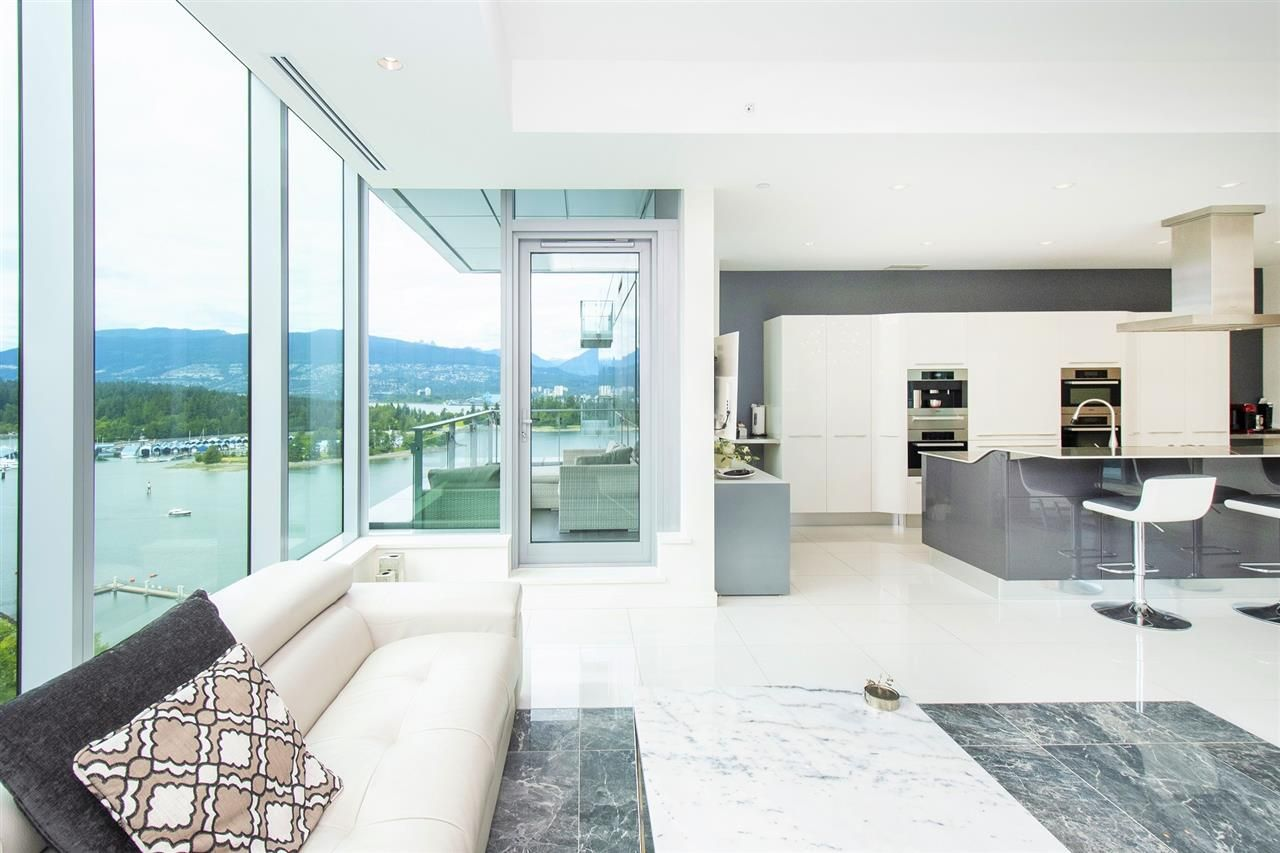 """Main Photo: 1803 277 THURLOW Street in Vancouver: Coal Harbour Condo for sale in """"Three Harbour Green"""" (Vancouver West)  : MLS®# R2376937"""
