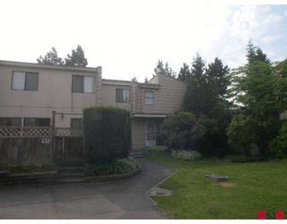 """Photo 1: 59 10535 153RD Street in Surrey: Guildford Townhouse for sale in """"Guildford Mews"""" (North Surrey)  : MLS®# F2820502"""