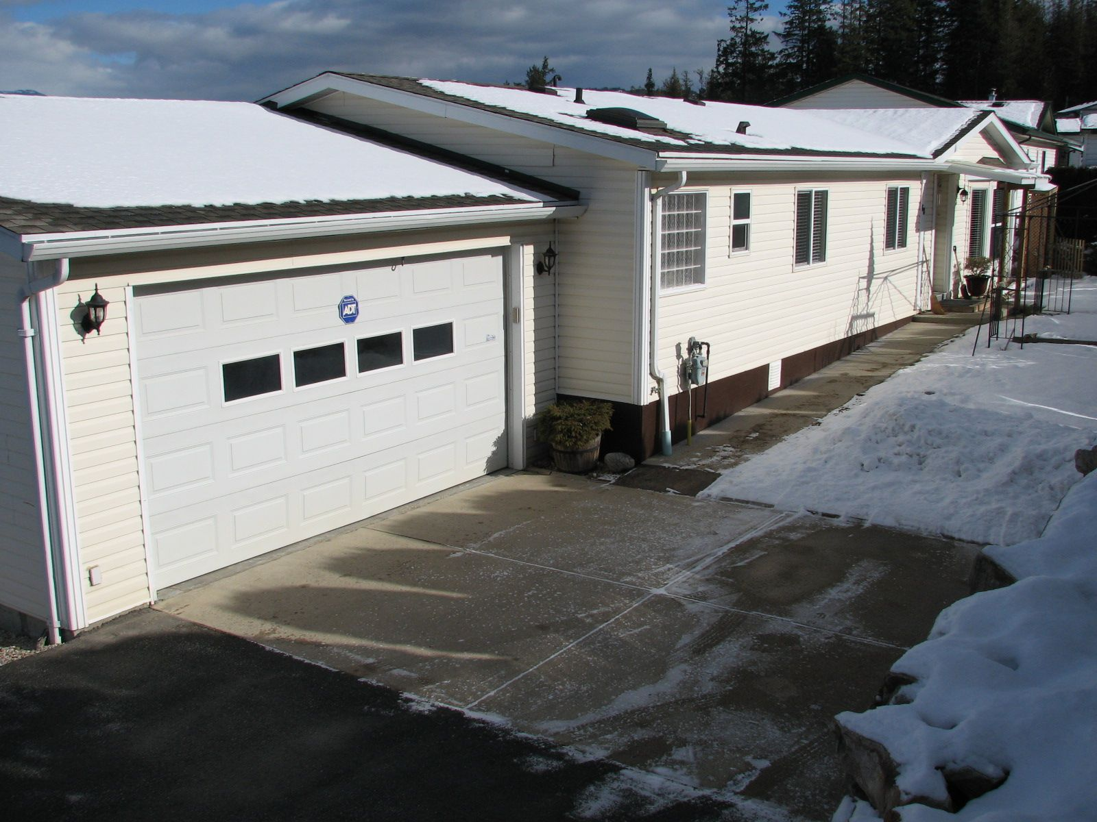 Main Photo: 68 1510 Tans Can Hwy: Sorrento Manufactured Home for sale (Shuswap)  : MLS®# 10225678