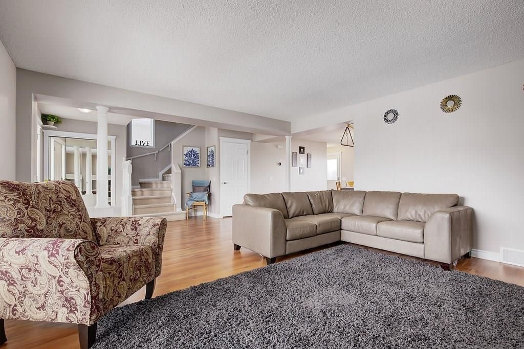 Photo 6: Photos: 32 INVERNESS Boulevard SE in Calgary: McKenzie Towne House for sale : MLS®# C4175544
