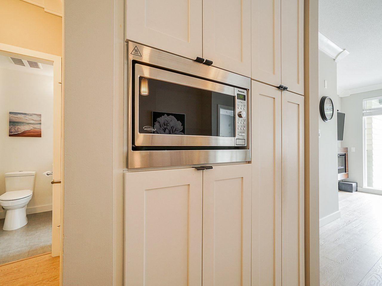 "Photo 15: Photos: 302 3205 MOUNTAIN Highway in North Vancouver: Lynn Valley Condo for sale in ""Mill House"" : MLS®# R2464769"