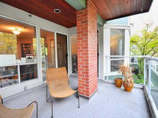 """Photo 9: 207 2288 W 12TH Avenue in Vancouver: Kitsilano Condo for sale in """"CONNAUGHT POINT"""" (Vancouver West)  : MLS®# V820109"""
