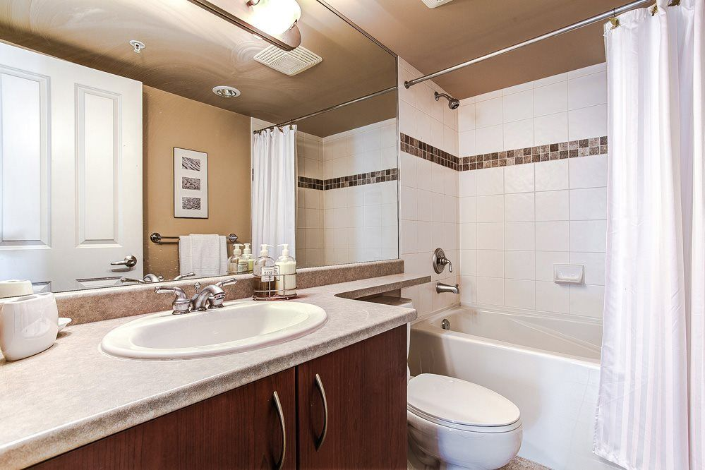 """Photo 13: Photos: 403 235 GUILDFORD Way in Port Moody: North Shore Pt Moody Condo for sale in """"THE SINCLAIR"""" : MLS®# R2187020"""