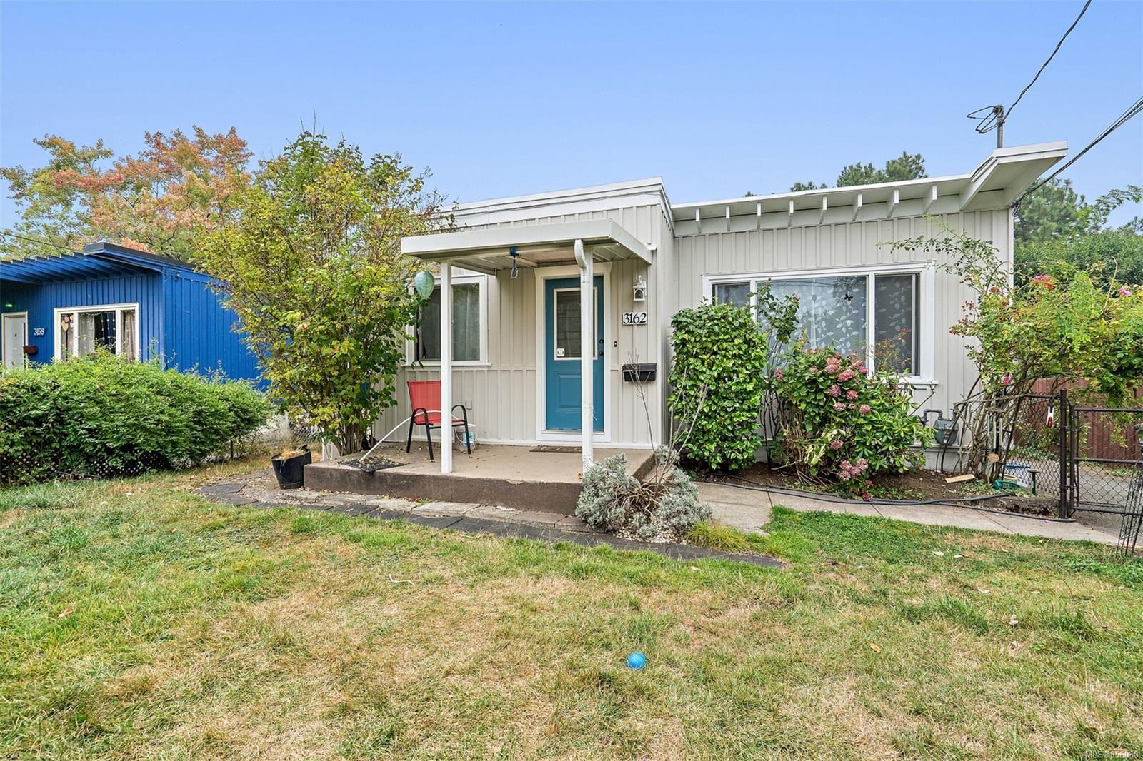 Main Photo: 3162 Alder St in : Vi Mayfair House for sale (Victoria)  : MLS®# 856060