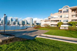 "Photo 19: 102 525 WHEELHOUSE Square in Vancouver: False Creek Condo for sale in ""HENLEY COURT"" (Vancouver West)  : MLS®# R2321695"