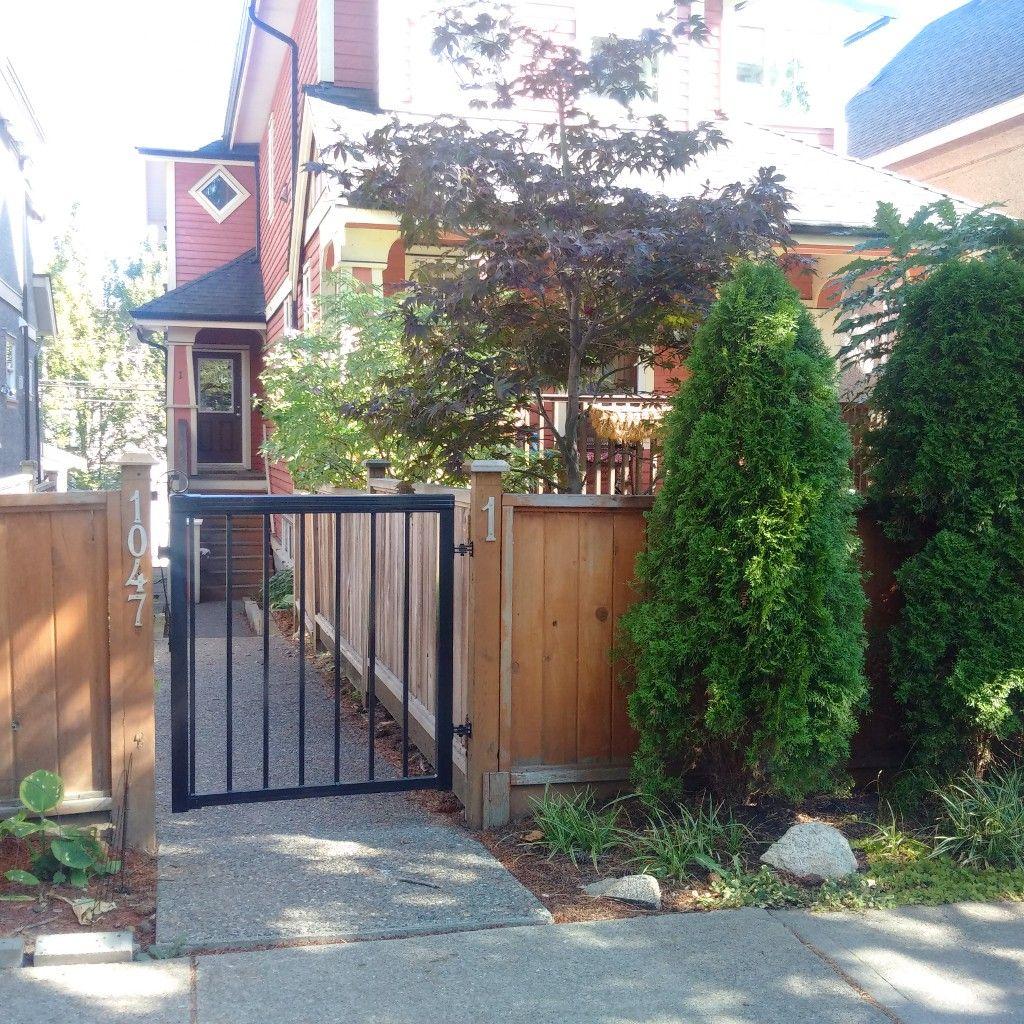 Main Photo: # 1 1047 E 10TH AV in Vancouver: Mount Pleasant VE 1/2 Duplex for sale ()  : MLS®# V1046832