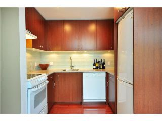 """Photo 3: F8 1100 W 6TH Avenue in Vancouver: Fairview VW Townhouse for sale in """"FAIRVIEW PLACE"""" (Vancouver West)  : MLS®# V828284"""