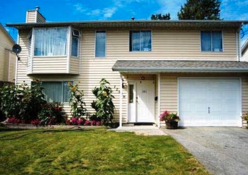 Main Photo: : House for sale : MLS®# R2194490