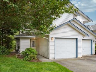 Photo 1: 7 2355 Valley View Dr in COURTENAY: CV Courtenay East Row/Townhouse for sale (Comox Valley)  : MLS®# 842800