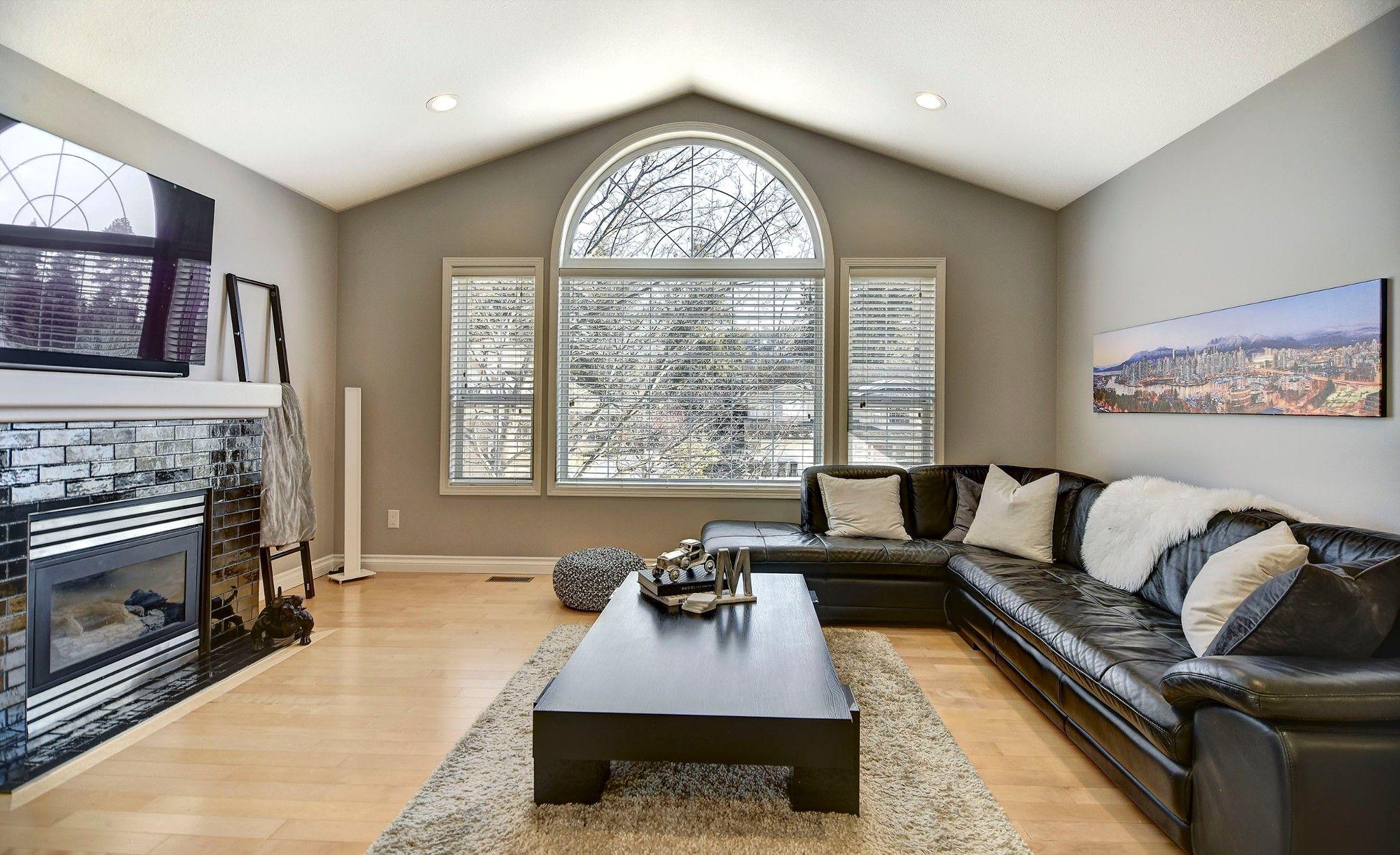 Photo 6: Photos: 270 Magic Drive in Kelowna: House for sale : MLS®# 10200191