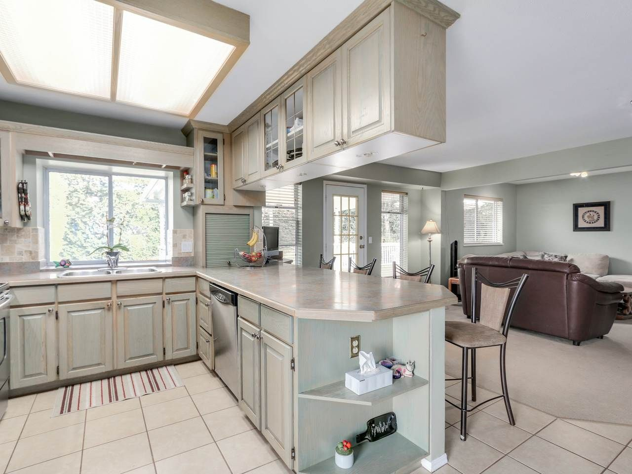 """Photo 3: Photos: 2559 BLUEBELL Avenue in Coquitlam: Summitt View House for sale in """"SUMMITT VIEW"""" : MLS®# R2064204"""