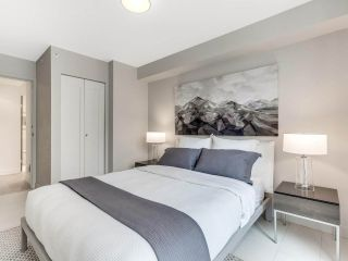 """Photo 22: 801 1383 MARINASIDE Crescent in Vancouver: Yaletown Condo for sale in """"COLUMBUS"""" (Vancouver West)  : MLS®# R2504775"""