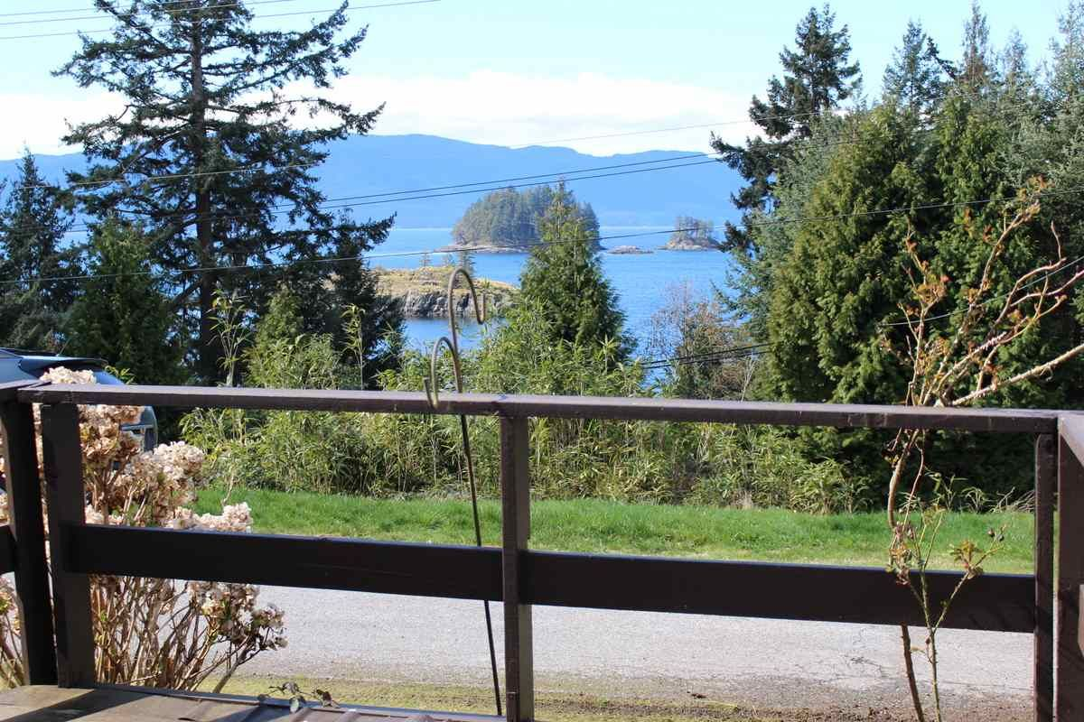 """Main Photo: 2 12248 SUNSHINE COAST Highway in Madeira Park: Pender Harbour Egmont Manufactured Home for sale in """"SEVEN ISLES TAILER COURT"""" (Sunshine Coast)  : MLS®# R2151511"""