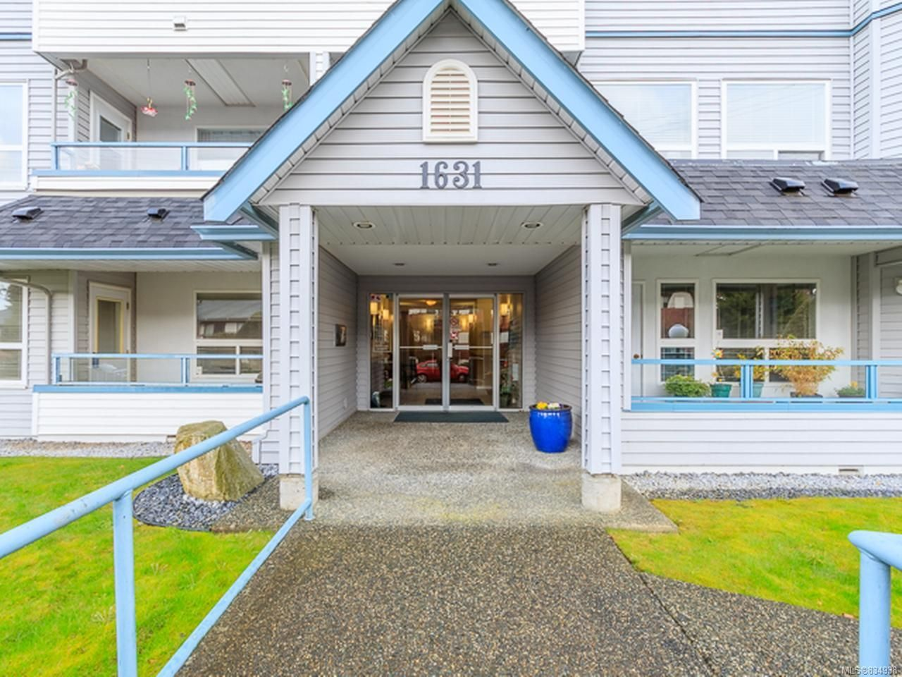 Main Photo: 109 1631 Dufferin Cres in NANAIMO: Na Central Nanaimo Condo for sale (Nanaimo)  : MLS®# 834938