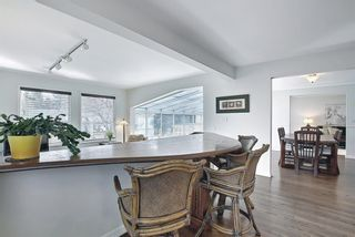 Photo 8: 382 Wildwood Drive SW in Calgary: Wildwood Detached for sale : MLS®# A1094301