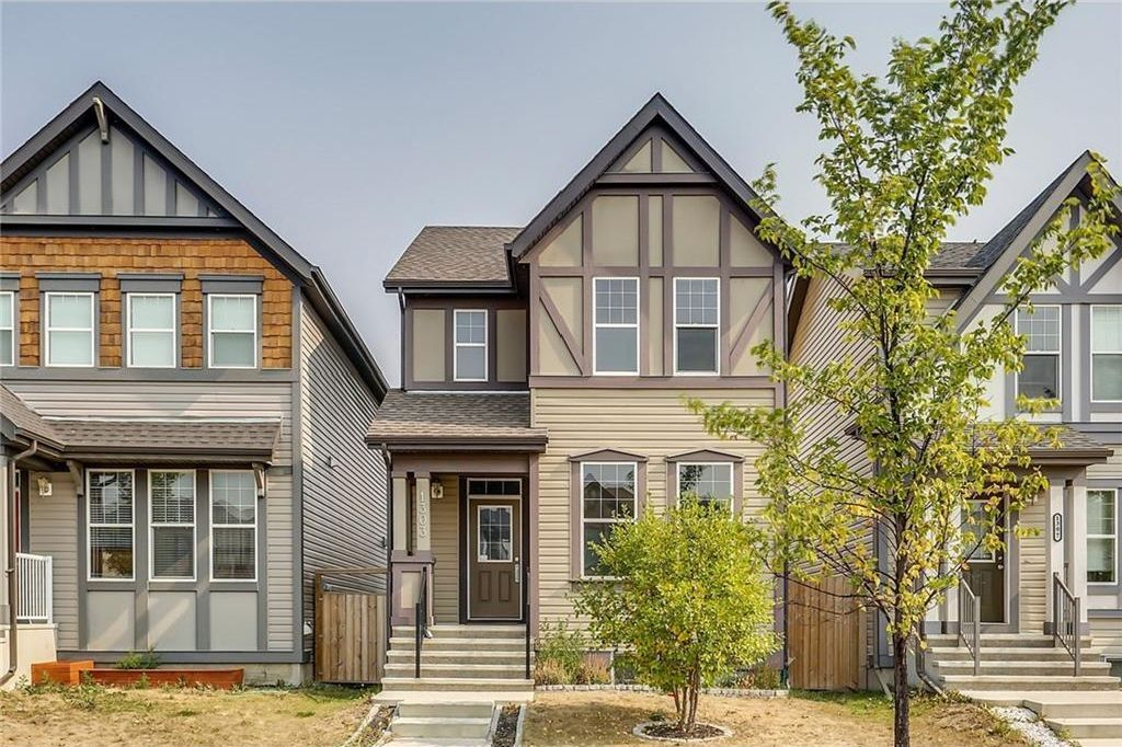 Main Photo: 1303 NEW BRIGHTON Drive SE in Calgary: New Brighton House for sale : MLS®# C4137710
