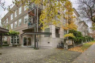 """Photo 2: 306 2161 W 12TH Avenue in Vancouver: Kitsilano Condo for sale in """"The Carlings"""" (Vancouver West)  : MLS®# R2319744"""