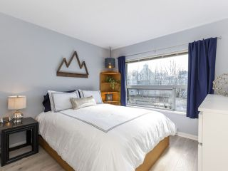 "Photo 11: 302 3161 W 4TH Avenue in Vancouver: Kitsilano Condo for sale in ""Bridgewater"" (Vancouver West)  : MLS®# R2443510"