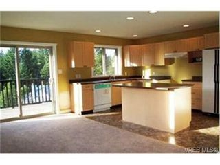 Photo 3: 465 Phelps Ave in VICTORIA: La Thetis Heights House for sale (Langford)  : MLS®# 334839