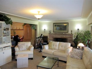 Photo 3: 22034 LOUGHEED Highway in Maple Ridge: West Central House for sale : MLS®# R2058894
