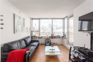 """Photo 1: 2207 33 SMITHE Street in Vancouver: Yaletown Condo for sale in """"COOPERS LOOKOUT"""" (Vancouver West)  : MLS®# R2106492"""