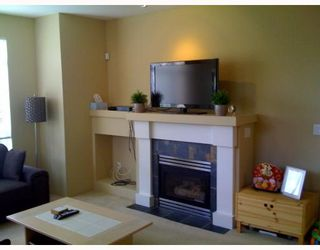 """Photo 4: 9 15 FOREST PARK Way in Port Moody: Heritage Woods PM Townhouse for sale in """"Discovery Ridge"""" : MLS®# V786202"""
