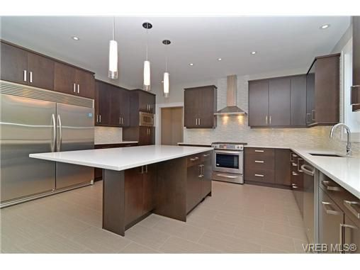 Photo 3: Photos: 111 Parsons Rd in VICTORIA: VR Six Mile House for sale (View Royal)  : MLS®# 684415