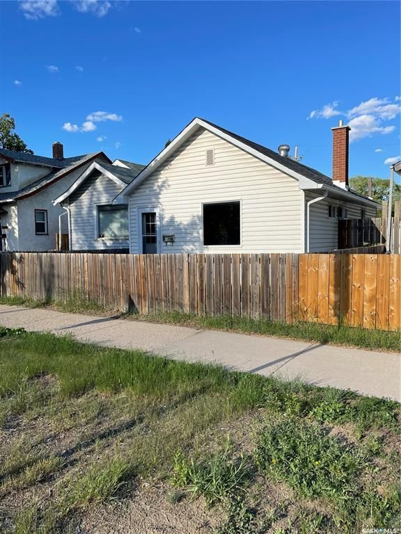Main Photo: 128 H Avenue North in Saskatoon: Caswell Hill Residential for sale : MLS®# SK859852