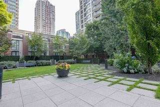 "Photo 12: 701 928 HOMER Street in Vancouver: Yaletown Condo for sale in ""YALETOWN PARK 1"" (Vancouver West)  : MLS®# R2395020"