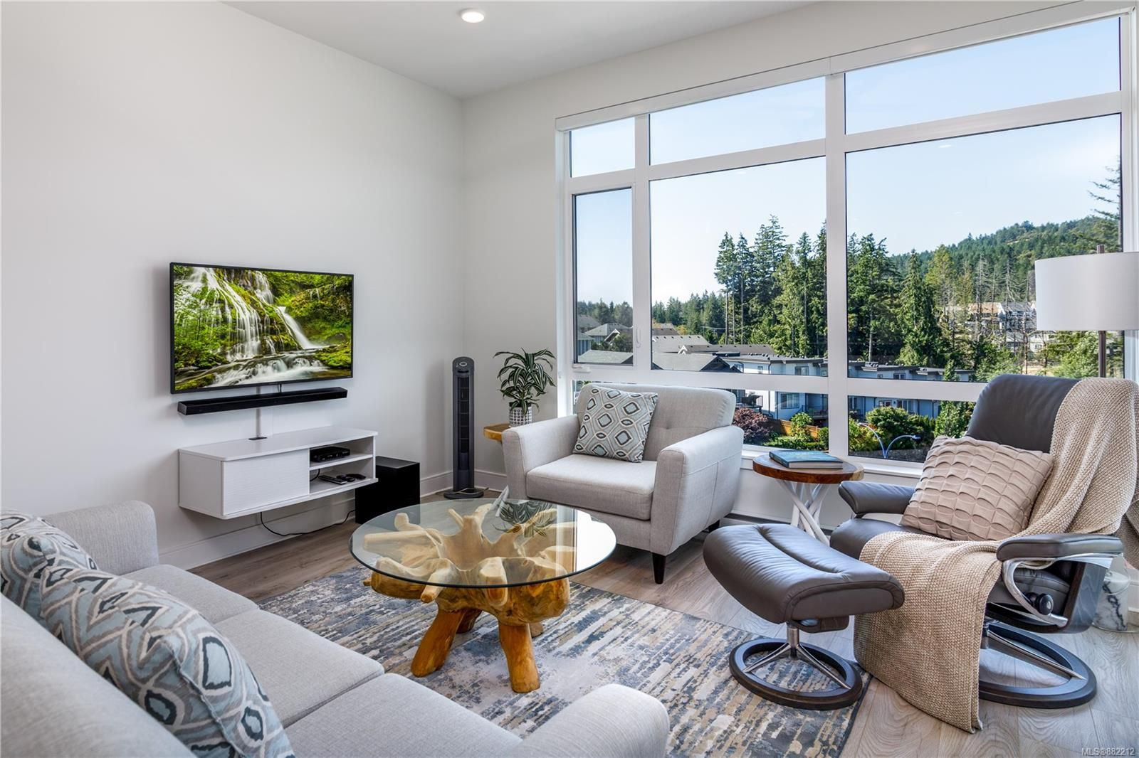 Main Photo: 603 1311 Lakepoint Way in : La Westhills Condo for sale (Langford)  : MLS®# 882212