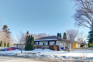 Photo 2: 204 Witney Avenue South in Saskatoon: Meadowgreen Residential for sale : MLS®# SK845574