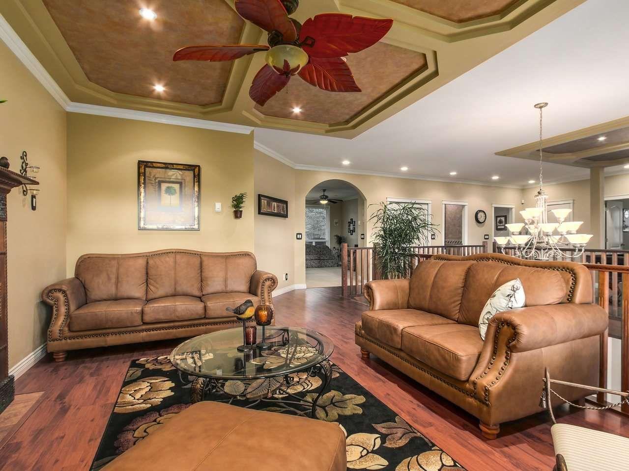 Photo 4: Photos: 725 REGAN Avenue in Coquitlam: Coquitlam West House for sale : MLS®# R2226266