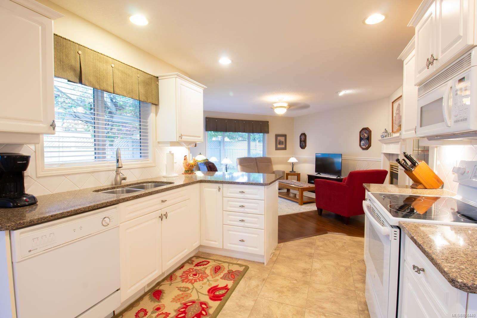 Photo 15: Photos: 798 Devon Pl in : PQ Qualicum Beach House for sale (Parksville/Qualicum)  : MLS®# 858440