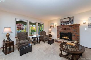 Photo 5: 711 Miller Ave in VICTORIA: SW Royal Oak House for sale (Saanich West)  : MLS®# 813746