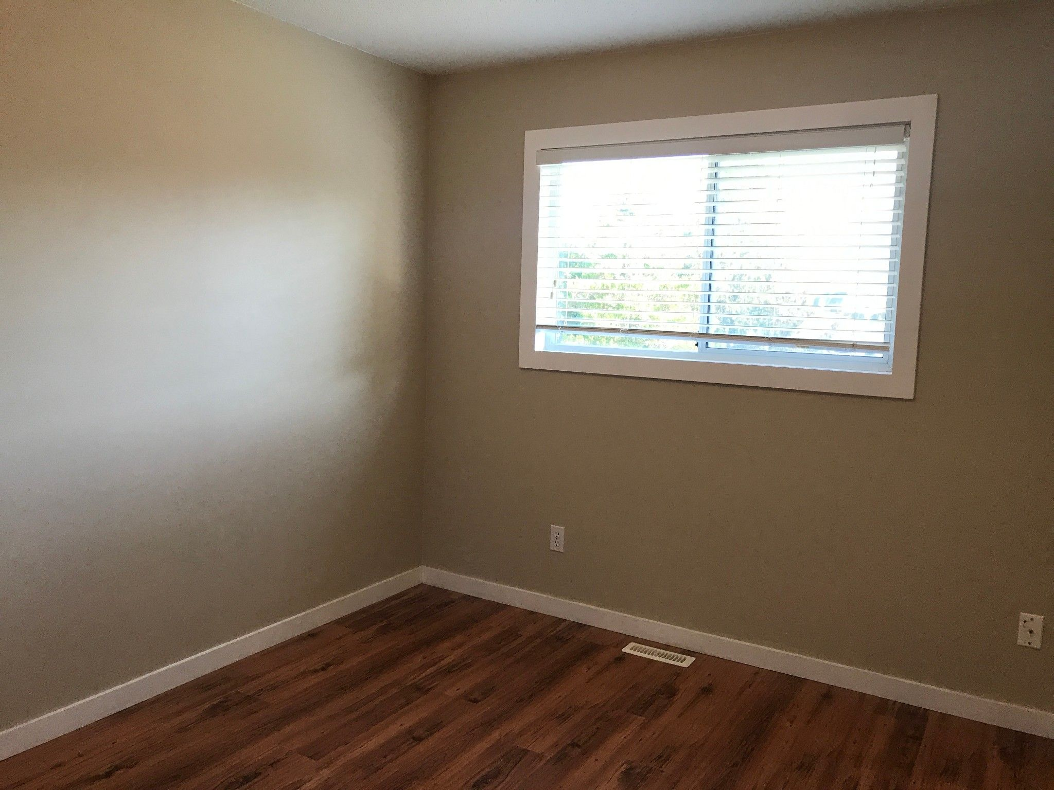 Photo 10: Photos: 5616 Hipwell Pl. in Sardis: House for rent